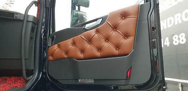 Deurpanelen Volvo FH4 gecapitonneerd - Truckinterieur De Regt | Vrachtwagenbekleding