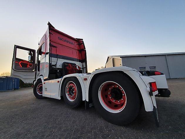 Een bezem door de webshop - Truckinterieur De Regt |  Vrachtwagenbekleding voor Scania, Volvo en DAF | Stadskanaal