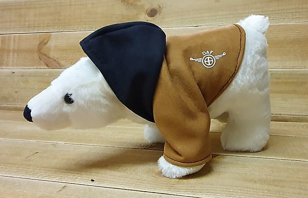 Binnenkort verkrijgbaar! Onze populaire ijsbeer met jas en logo - Truckinterieur De Regt