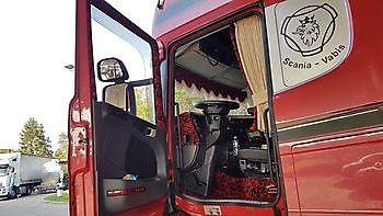 Gegarandeerde nachtrust met onze verduisterende truck gordijnen! Truckinterieur De Regt    Vrachtwagenbekleding voor Scania, Volvo en DAF   Stadskanaal